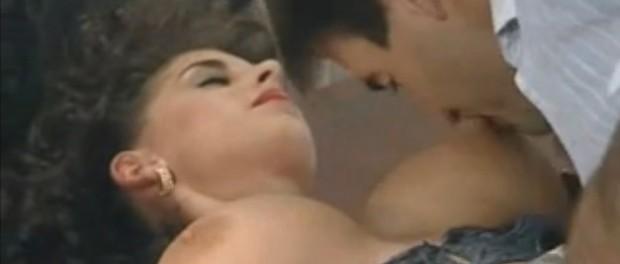 film porno cu Sarah Young fututa de doi barbati simultan