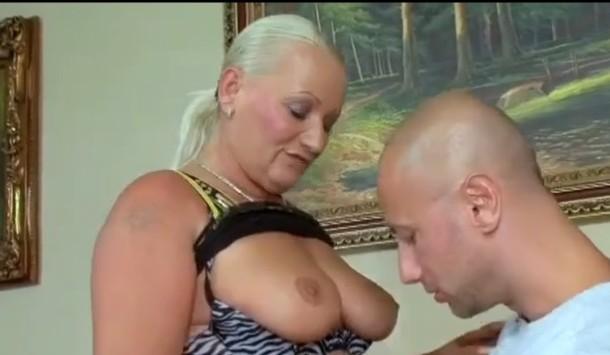 cehoaica blonda matura cu sani mari iubeste pula mare