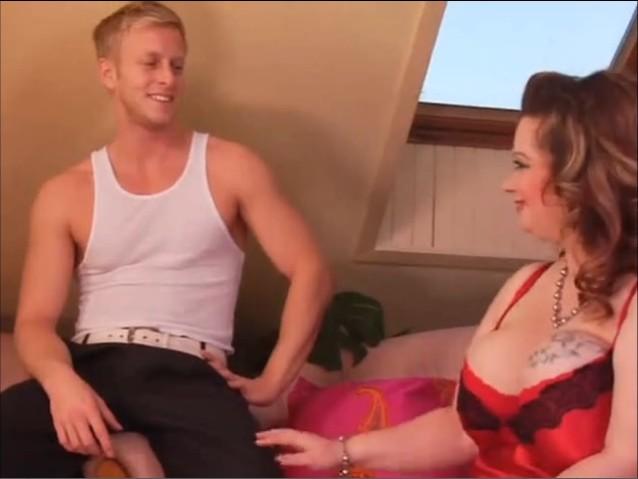 matura cu sani mari seduce un adolescenta sa o futa