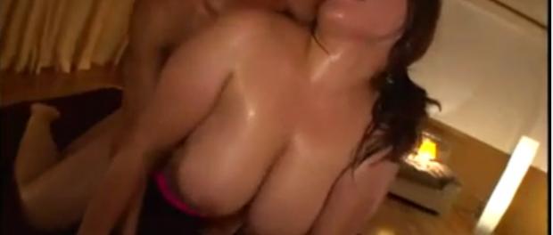 sex salbatic in camera de hotel cu o asiatica cu sani mari