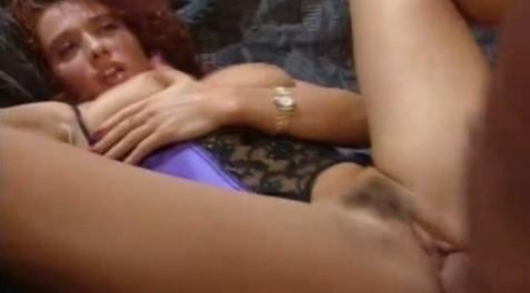 matura cu sani mari sedusa si fututa pe canapea